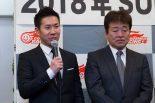 チームのサードドライバーとして鈴鹿10時間を戦う小林可夢偉(左)