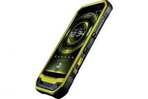 京セラがチームに提供するau向け高耐久スマートフォン『TORQUE G03』