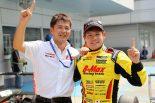 2017全日本F3王者となった高星明誠(右)。フォーミュラE強豪チームでのルーキーテスト参加が決定した。