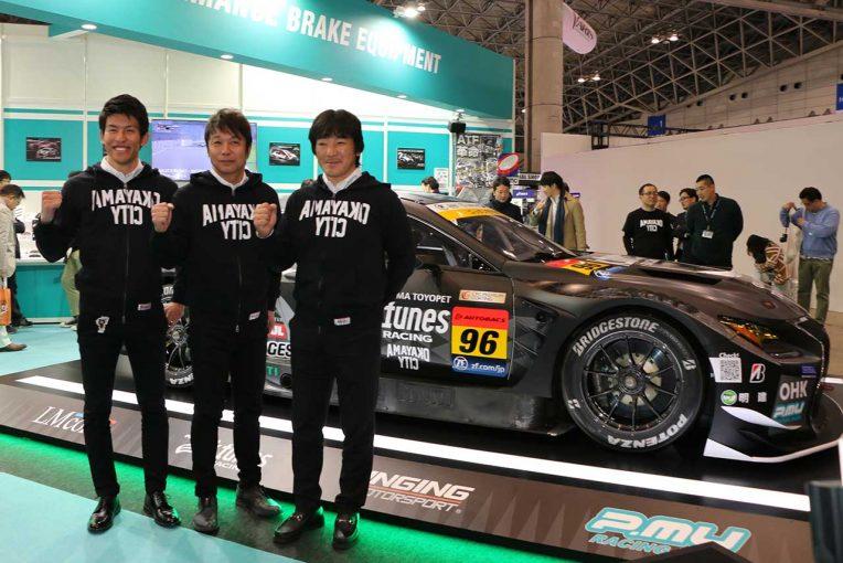 「まずは1勝を」と意気込む監督の影山、ドライバーの新田、中山