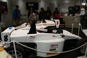 レーシングガレージENOMOTOが開発したオリジナル車両だ