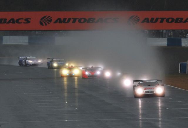 開幕ウイナーはHIS ADVAN KONDO GT-R! 荒れた展開を制し国内で初勝利(3)