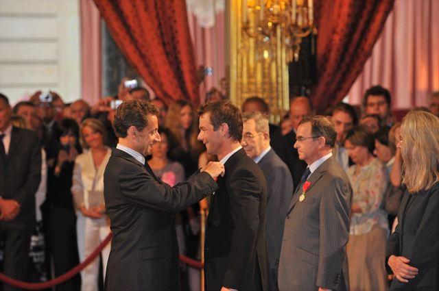 サルコジ大統領、ローブの功績を讚えて勲章を授与(1)