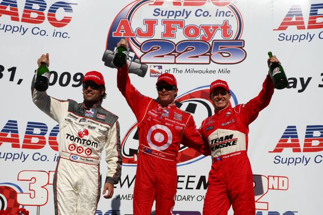 IRL第5戦ミルウォーキーマイル:ディクソンが優勝、ランキングトップに(1)