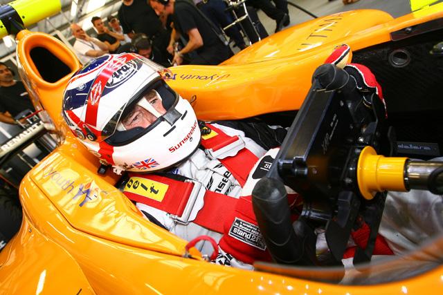 マンセル、息子のワールドシリーズbyルノーをシルバーストンでドライブ(1)