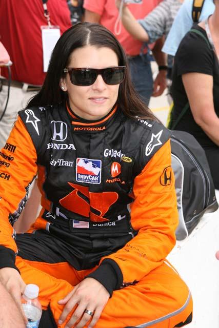 ダニカ、来季NASCARに転向も? スチュワート-ハースを訪問(1)