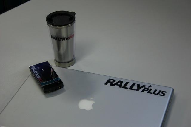 RALLY PLUS.NETオリジナルステッカーをもらおう!