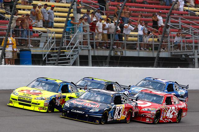 【トヨタモータースポーツニュース】NASCAR SPRINT CUP第23戦 ヴィッカーズが念願の今季初勝利!(2)