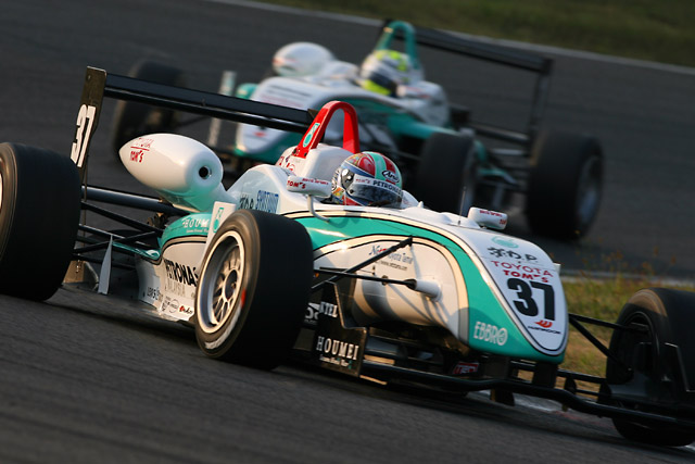 全日本F3第15戦:国本、エリクソンを抑え今季4勝目(3)