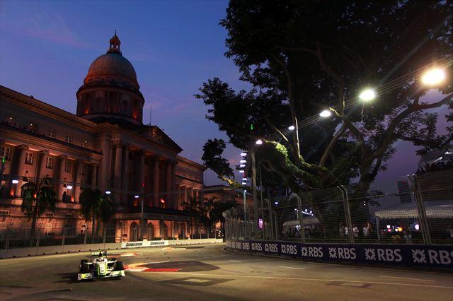 F1シンガポールGP予選:バリチェロがクラッシュ、赤旗終了でハミルトンが2連続PP(4)