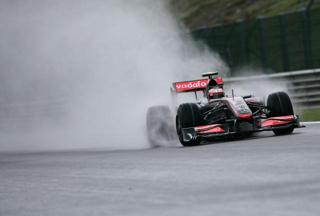 F1日本グランプリ開幕! 雨のフリー走行1回目はコバライネンがトップ。中嶋一貴が2番手