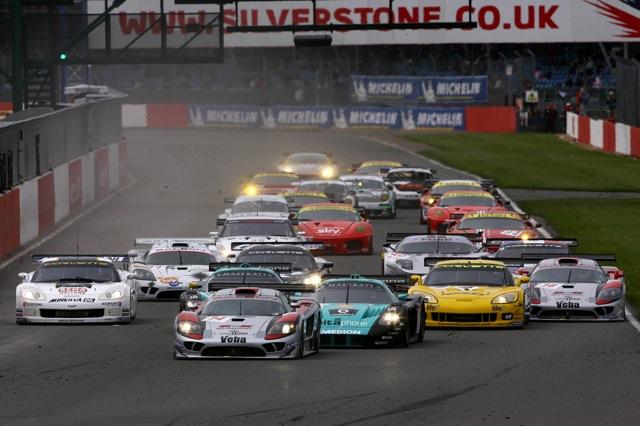 世界規模のレースへ、2010年のFIA-GT1世界選手権は12イベントを開催(1)