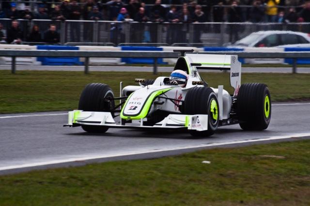デイビッドソンがブラウンGPをドライブ!? メルセデスが英国でイベントを開催(1)