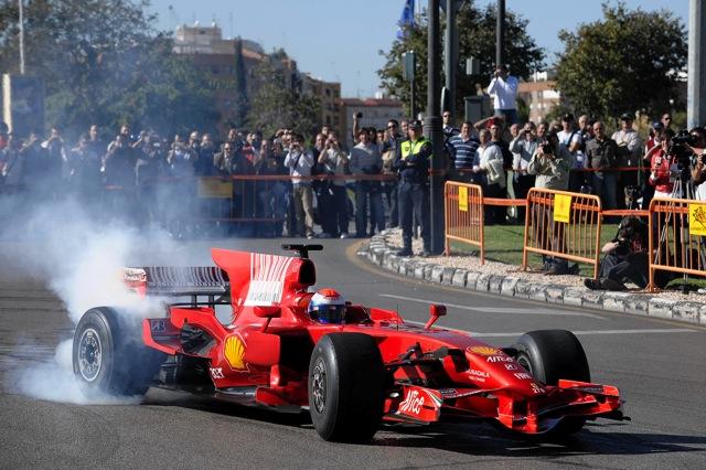 フェラーリがバレンシア市内をパレード。週末の「ワールド・ファイナル」にアロンソが登場!?(1)