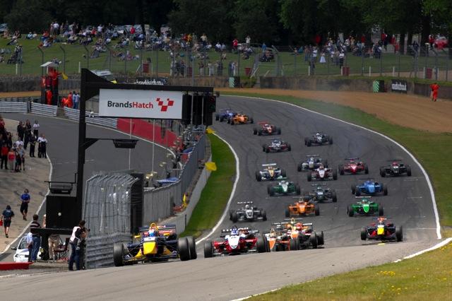 2010年のイギリスF3は全30戦。1ラウンド3レース制を導入(1)
