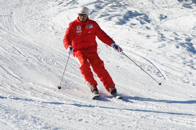"""アロンソがフェラーリレッドに染まる! スキーイベント""""Wroom""""に参加"""