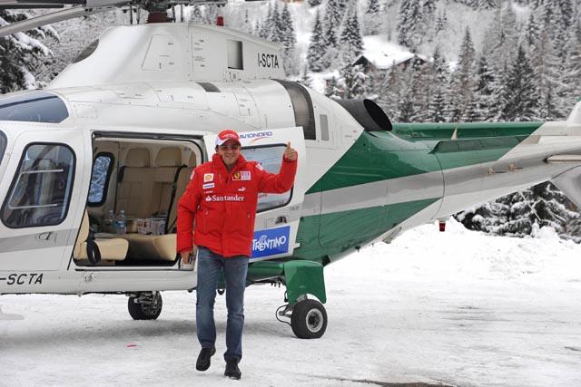 アロンソ、ついにフェラーリ姿を公開! 恒例のスキーイベントに登場(4)