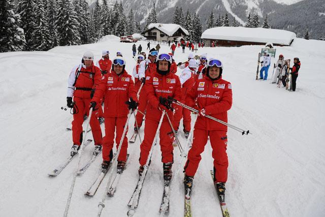 """アロンソらがフェラーリ""""Wrooom""""イベントでスキーを披露(2)"""