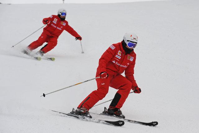 """アロンソらがフェラーリ""""Wrooom""""イベントでスキーを披露(3)"""