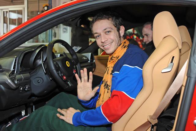 ロッシ、F1テストを前にフェラーリを訪問。最新シミュレーターでトレーニング(1)