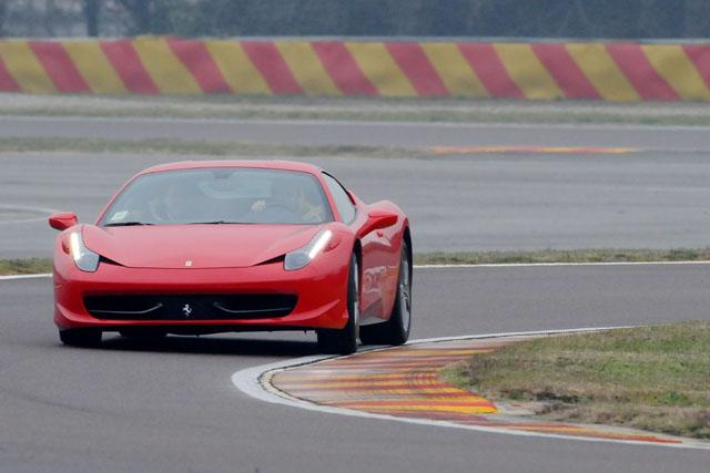 ロッシ、F1テストを前にフェラーリを訪問。最新シミュレーターでトレーニング(2)