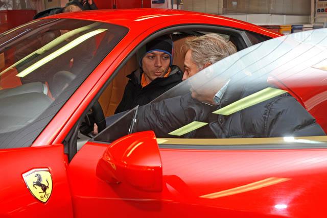 ロッシ、F1テストを前にフェラーリを訪問。最新シミュレーターでトレーニング(3)