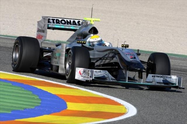 F1合同テストがスタート。7チームの新車が初対決!