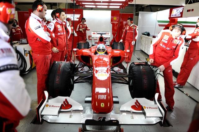 フェラーリ、バルセロナで3台目のF10をロールアウト(1)