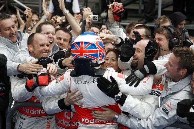 F1中国GP決勝、二転三転のレースは王者バトンが制しマクラーレン1-2、可夢偉はリタイア(4)
