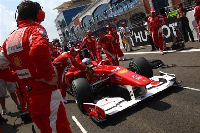 アロンソ「フェラーリとその勝利への意欲を信じている」。タイトル争いを諦めず(1)