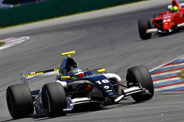 Fルノー3.5シリーズブルノ:国本が第1レースで5位フィニッシュ(1)
