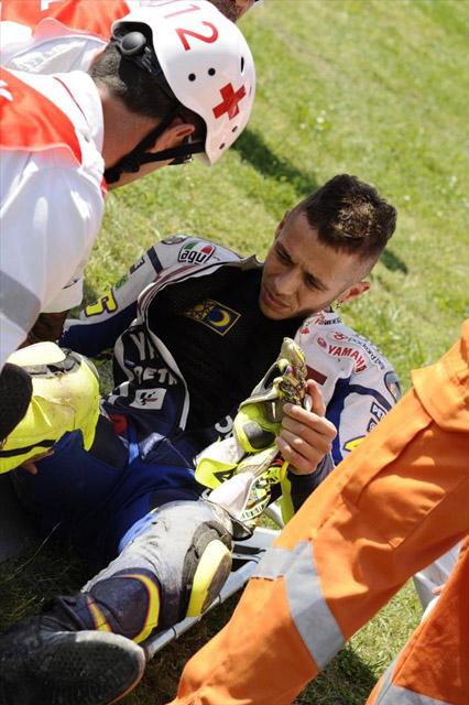 骨折のロッシにフェラーリが応援のメッセージ(1)