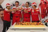 F1   誕生日のアロンソにフェラーリが超巨大ケーキを用意