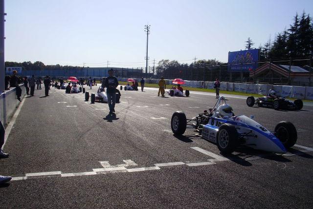 フォーミュラカーで耐久レースを開催!(1)
