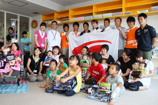 スーパーGTドライバーが三重大医学部付属病院を訪問(1)