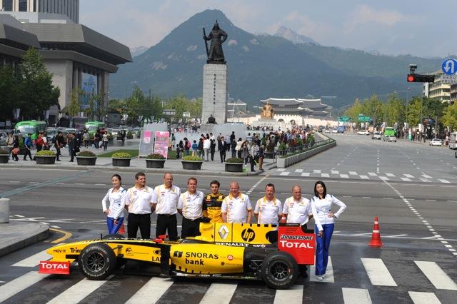 韓国のソウルで、ルノーF1によるデモランが行われる(5)