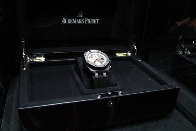 トゥルーリモデル腕時計がヘルメットにも(3)