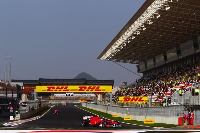 韓国GP開幕、予想を上回るタイムでハミルトンが最速(1)