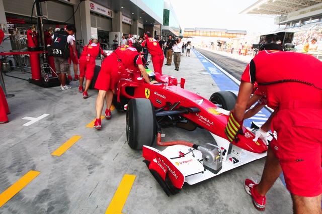 韓国GP開幕、予想を上回るタイムでハミルトンが最速(4)