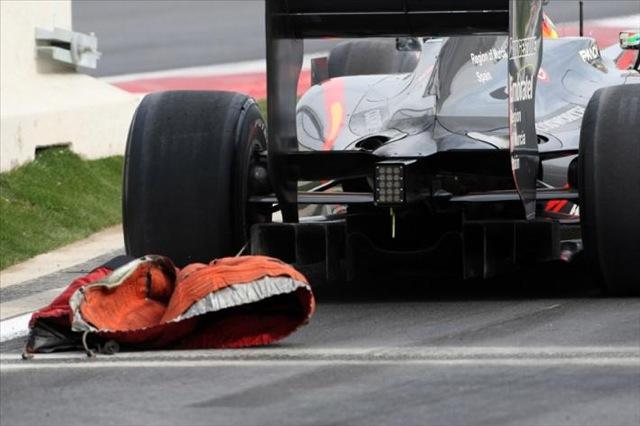タイヤウォーマーの外し忘れで、HRTに罰金(1)
