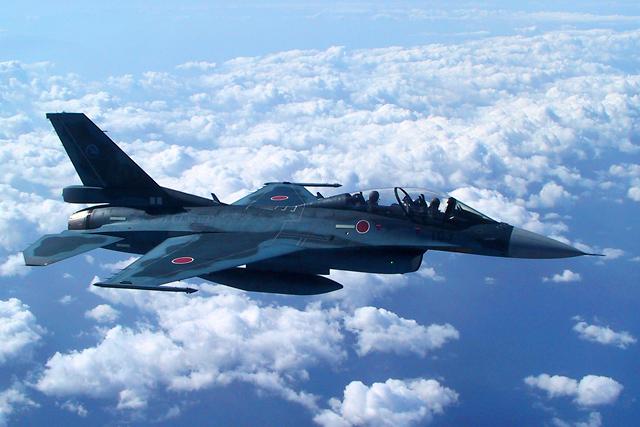 FUJI SPRINT CUPで戦闘機のデモ飛行&アナウンサー決定(1)