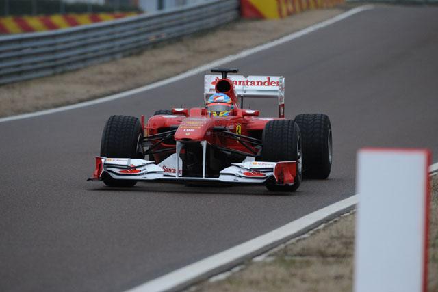 フェラーリ、F150をシェイクダウン。アロンソが走行(1)