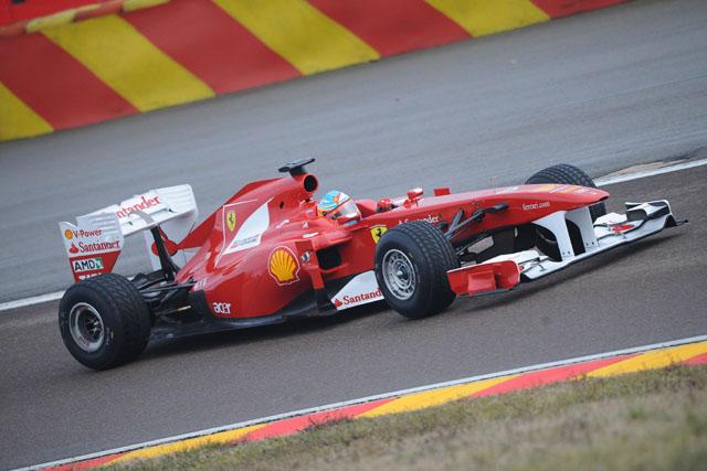 フェラーリ、F150をシェイクダウン。アロンソが走行(2)