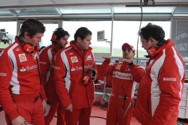 フェラーリ、マッサがティフォシの前で新車をドライブ(6)