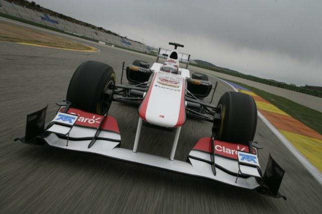 エース可夢偉、新車C30をシェイクダウン(1)