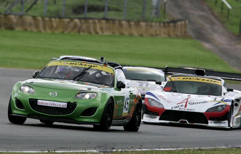 英国GTN選手権第4戦に向けMX-5 GTを強化(1)