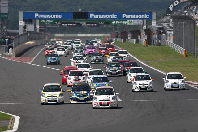 富士でナンバー付車両の6時間耐久レース開催(1)