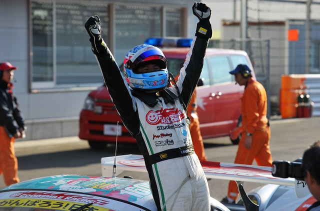 GT300は番場が逆転勝利! ミクZ4がJAF GPを制圧(1)