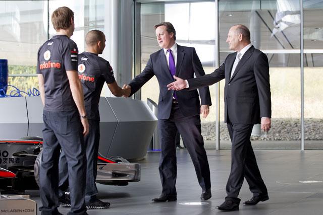 英キャメロン首相がマクラーレン「MPC」を訪問(1)