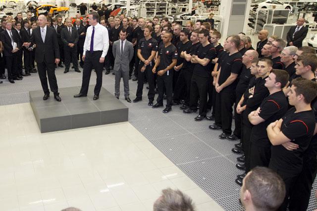 英キャメロン首相がマクラーレン「MPC」を訪問(2)